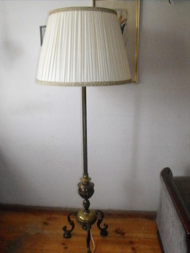 Piękna, mosiężna lampa podłogowa z abażurem