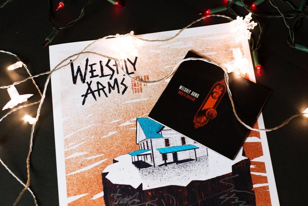 "Płyta i plakat ""No place is home"" od Welshly Arms"