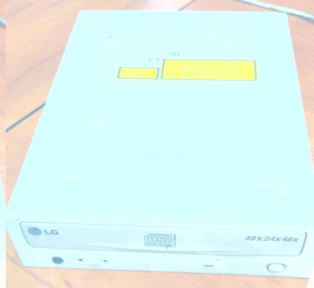 Nagrywarka CD/RW LG GCE-8481B + taśma