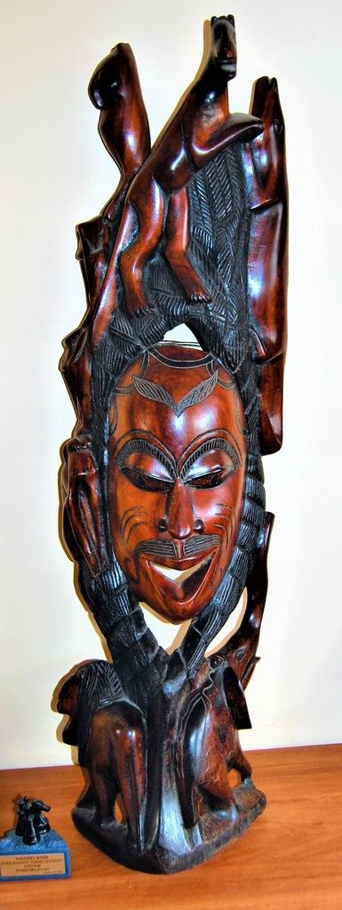 Drewniana maska afrykańska polichromowana