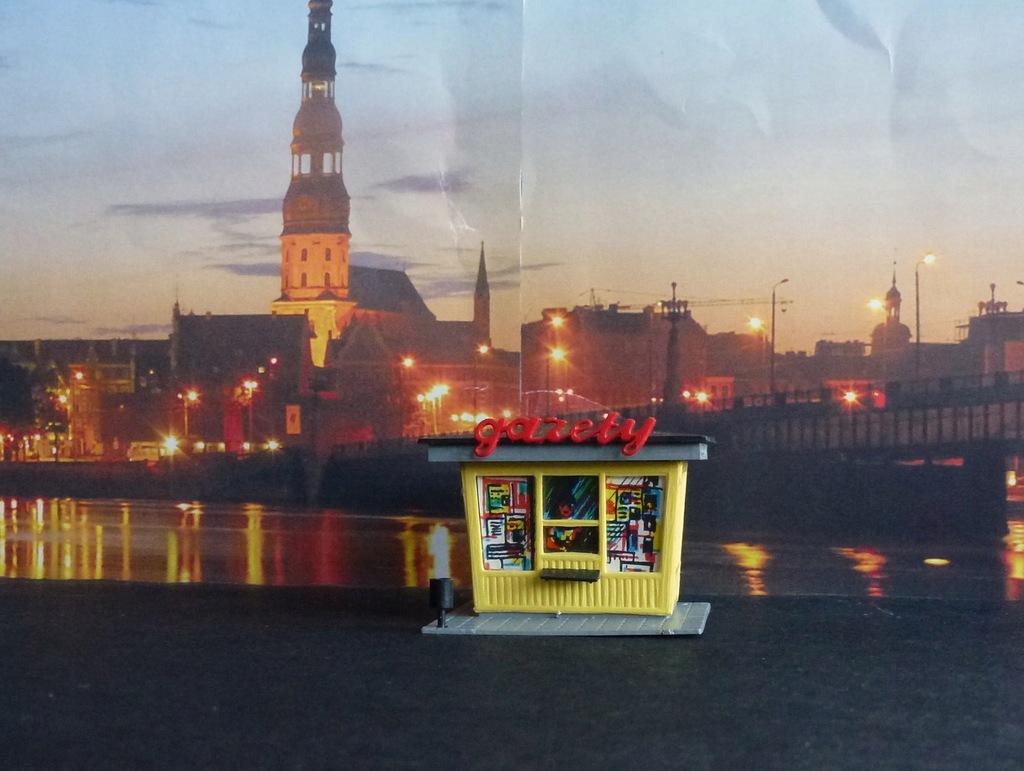 """Kiosk """"RUCH jak w PRLu 1-87 H0"""
