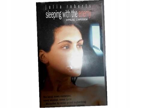 Sypiając w wrogiem - VHS kaseta video
