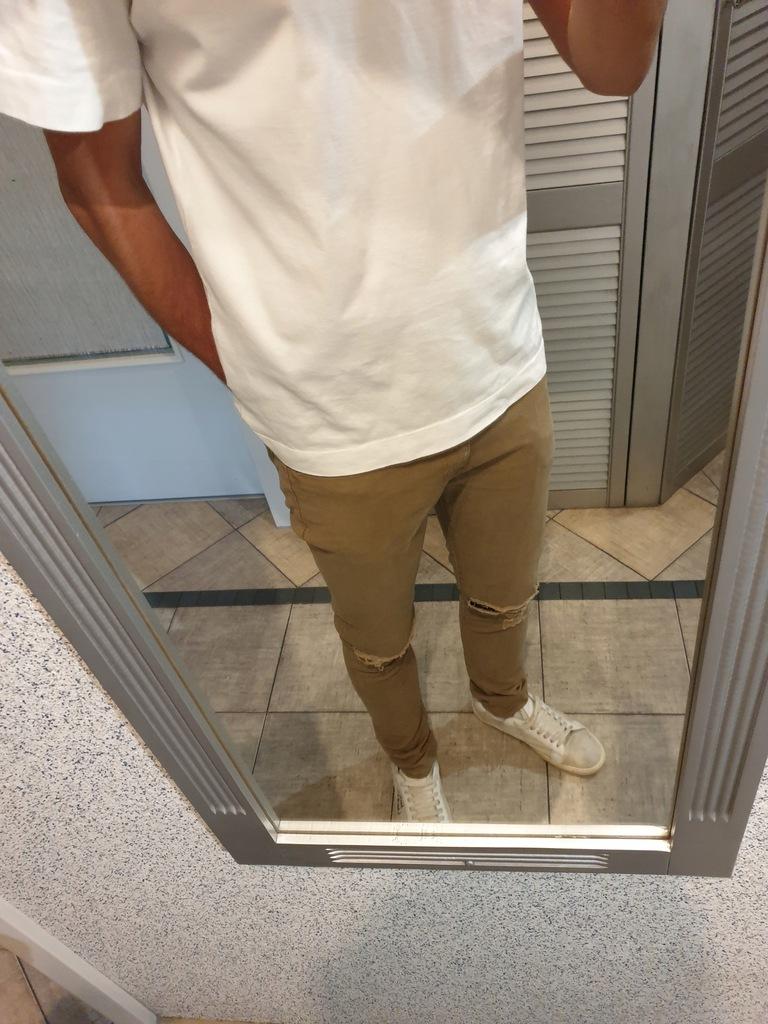 Spodnie jeansy z dziurami Forever21