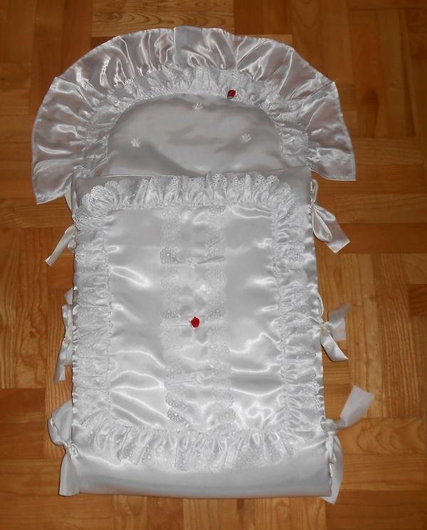 Atłasowy becik do chrztu z poduszką śliczny