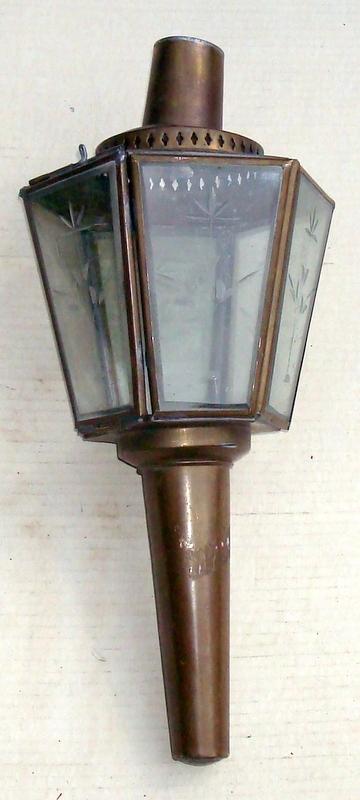 Stara mosiężna lampa ogrodowa na świecę