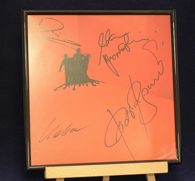Płyta COMA z autografami