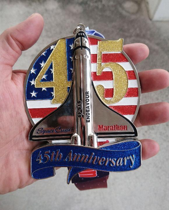 Medal za udział w maratonie na Florydzie .