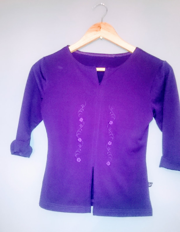 Fioletowa bluzeczka rękaw 3/4  motyw: aztecki