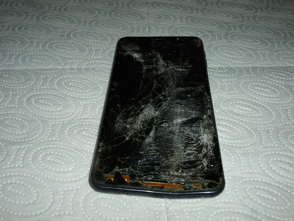 Samsung A7 telefon uszkodzony