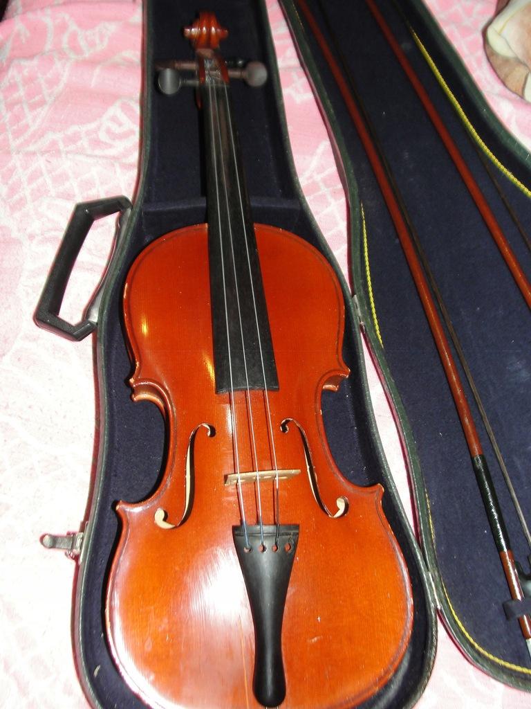 Skrzypce rumuńskie Reghin 4/4 +nowe struny żeberko
