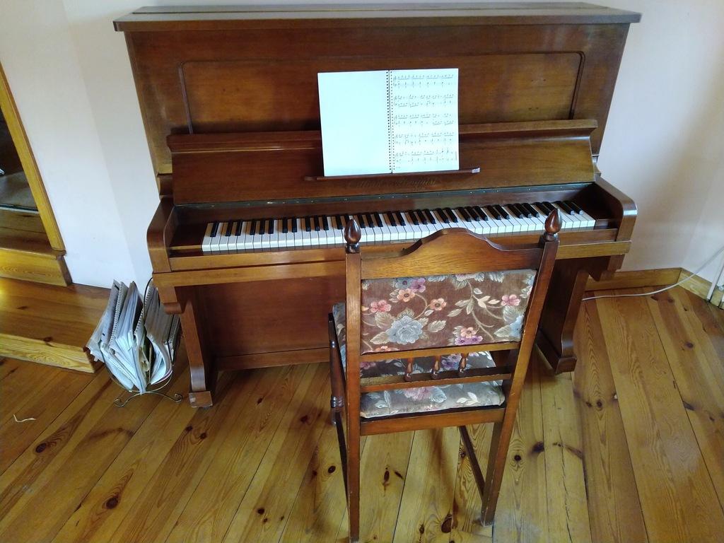 Pianino Kungl Hofleverantor Ostlind & Almquist