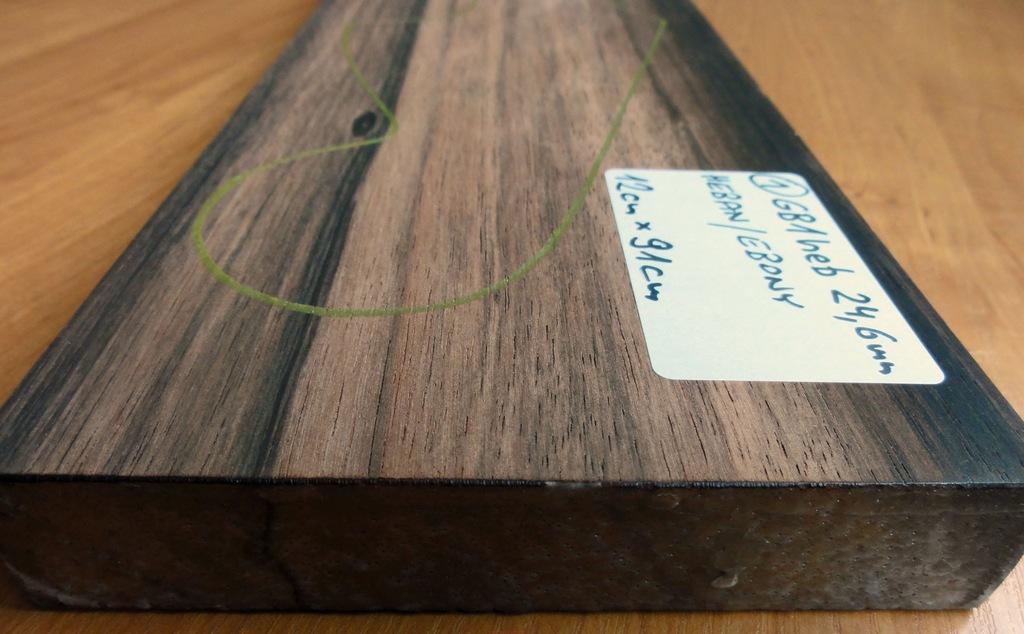 Drewno HEBAN na gryf typu Precission, gr. 24,5mm