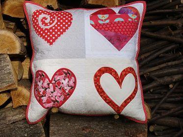 patchworkowa poduszka 4 serducha