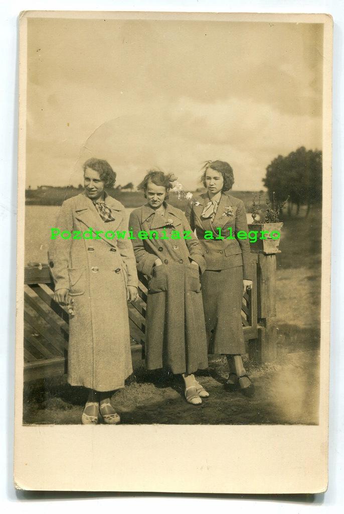 Pobiedziska 1936r- 3 dziewczyny nad jeziorem