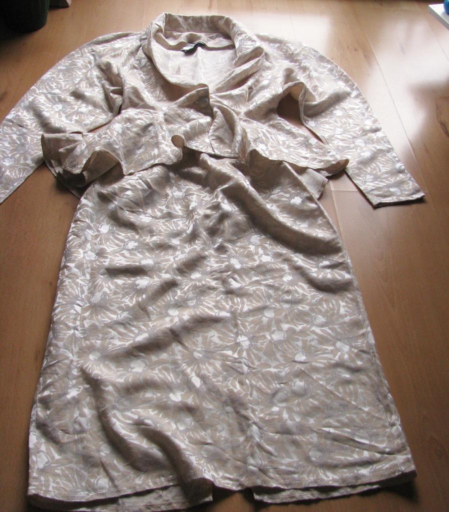 Kostium damski -38- falbany England U.K.ARIELLA