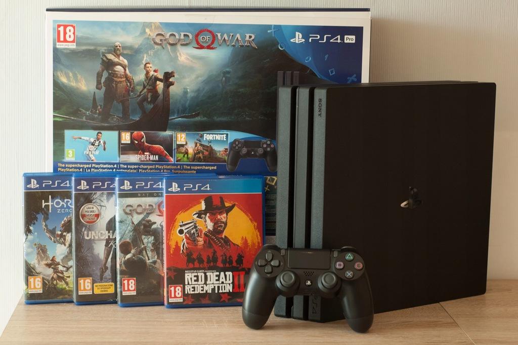 Konsola PlayStation 4 PRO 1TB czarna + 4 GRY