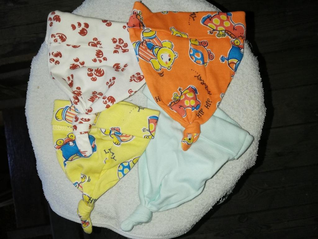 Czapeczki niemowlęce komplet zestaw