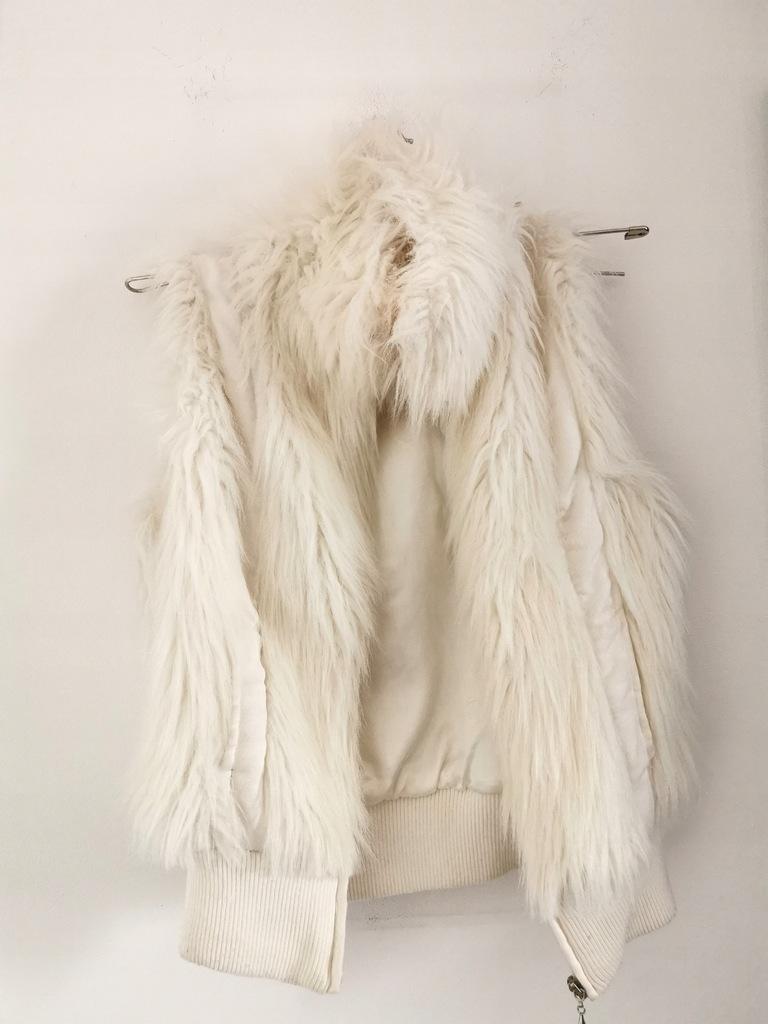 Biała kamizelka futrzak Chilli