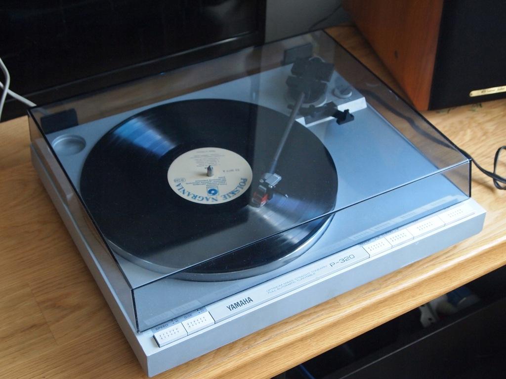 Gramofon Yamaha P320 wyprzedaż kolekcji