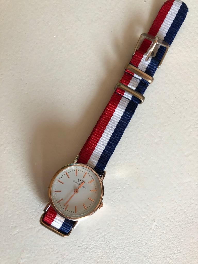 Zegarek Daniel Wellington damski mały złoty