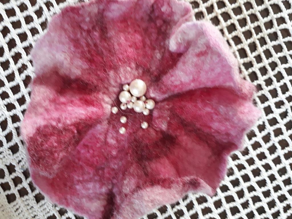 Kwiat z filcu ręcznie wykonany