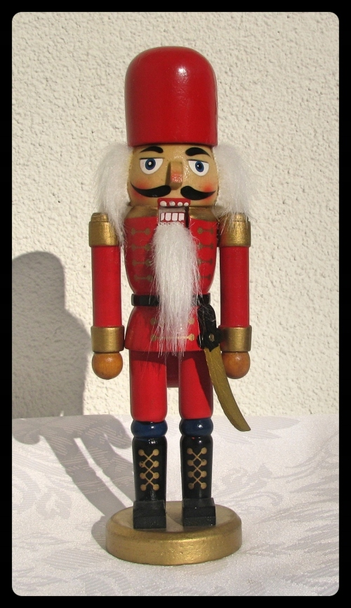 Dziadek do orzechów figurka drewniana