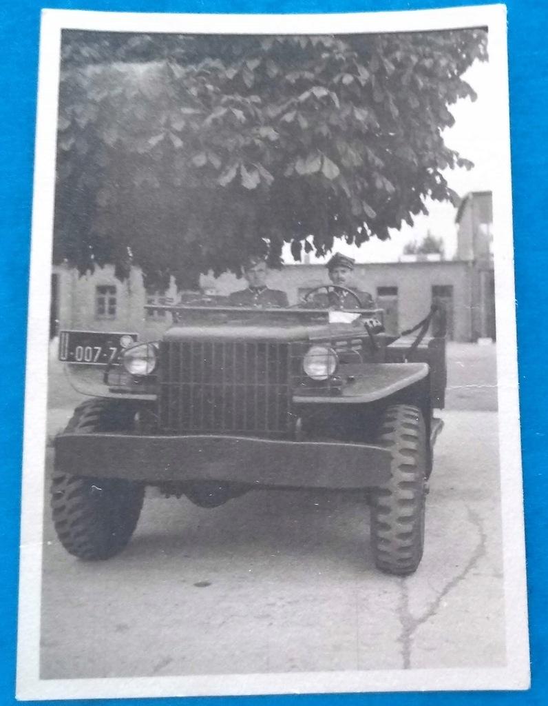 ładny samochodzik bez opisu 1946
