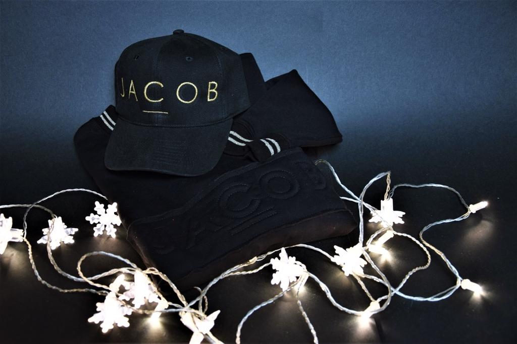 Bluza i czapka od Jacoba