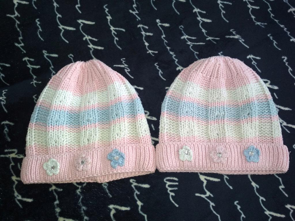 2X śliczne czapki dla bliźniaczek z brylancikami
