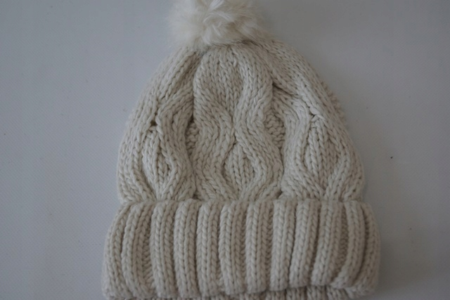 czapka onesize z pomponem H&M