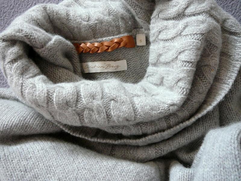 Ubrania Christian Berg. Swetry, spódnice i kurtki