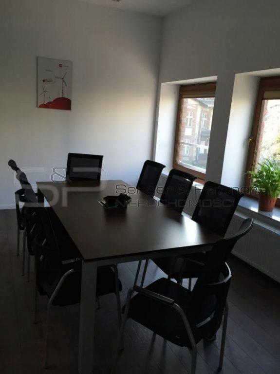 Biurowiec, Chodzież, Chodzieski (pow.), 180 m²