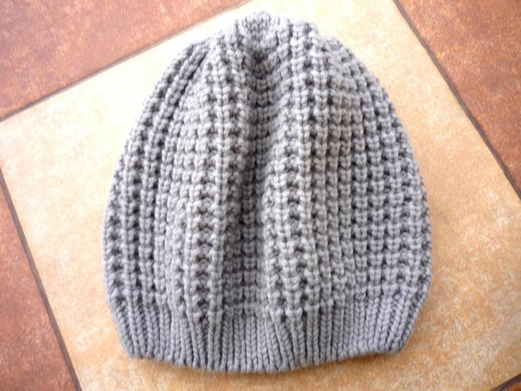 H&M jasna szara czapka