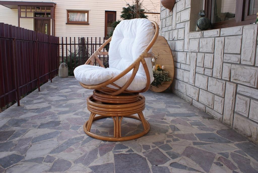 Fotel bujano obracany rattanowy/rattan / jasny