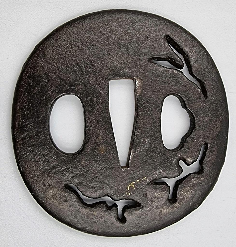 Japonia tsuba sygnowana XVII w. żelazo + złoto