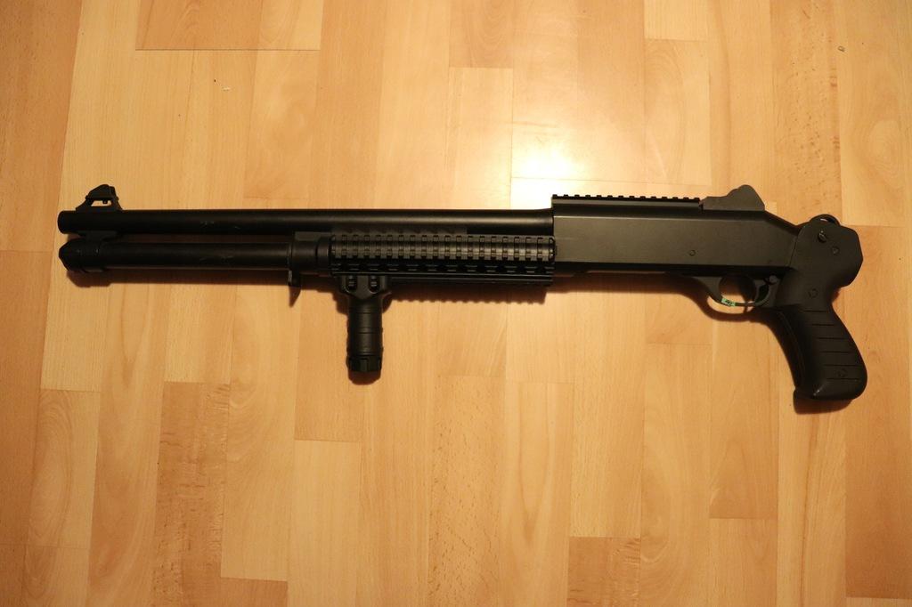 Replika strzelby GFG25 + łuski + pasy na łuski