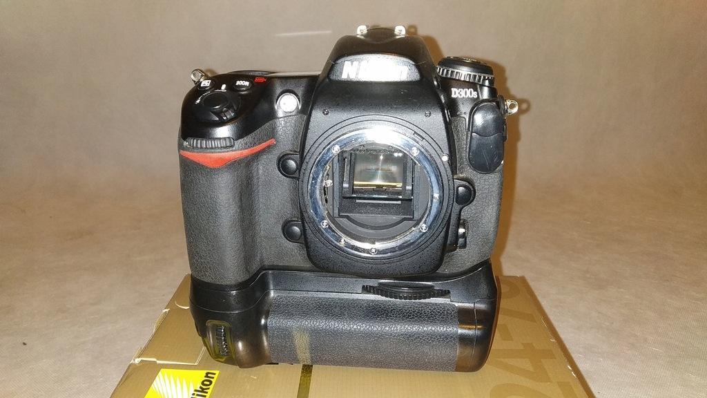 Nikon D300s + grip
