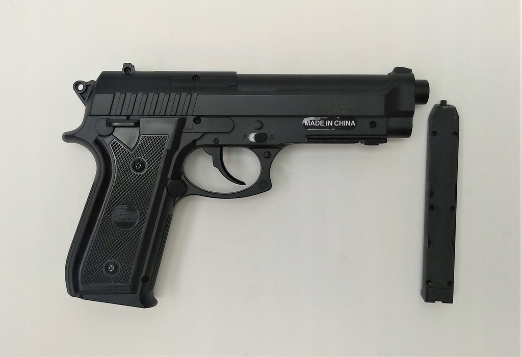Wiatrówka pistolet Cybergun Swiss Arms PT92 4,5 mm