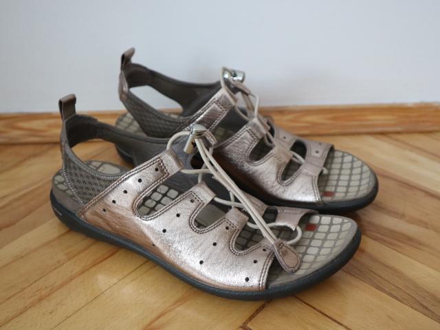 Ecco sandały skórzane złote 39/25 cm