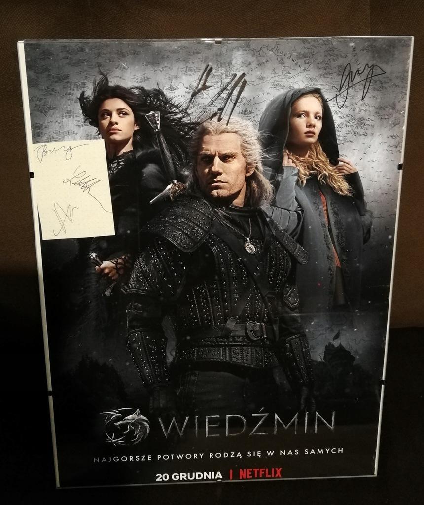 Plakat Wiedźmin Netflix autografy aktorów i twórcó