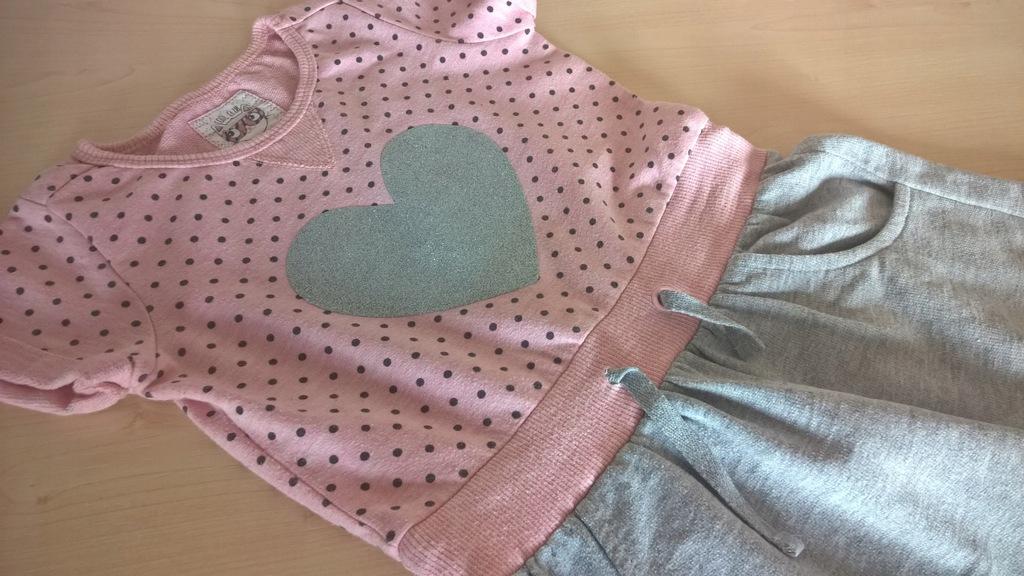 Cool Club 122 sukienka brokatowe serce dresowa