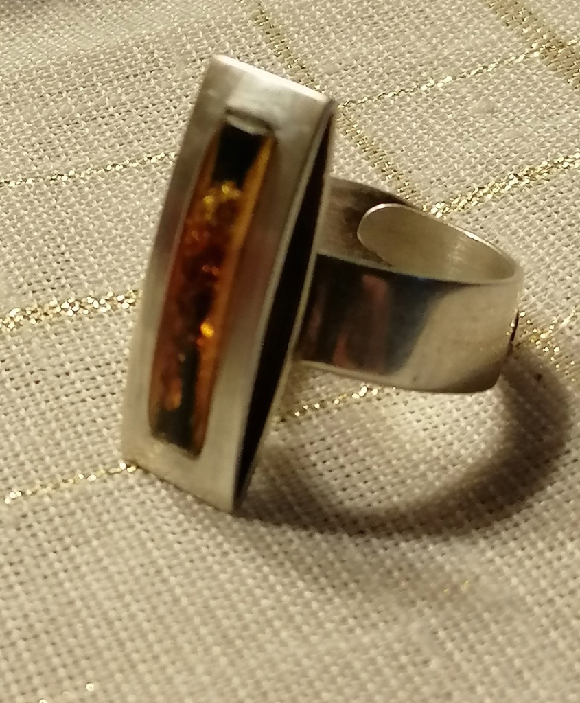 Srebrny duży pierścionek z bursztynem polski wyrób