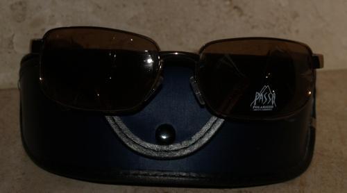 Okulary przeciwsłoneczne z futerałem