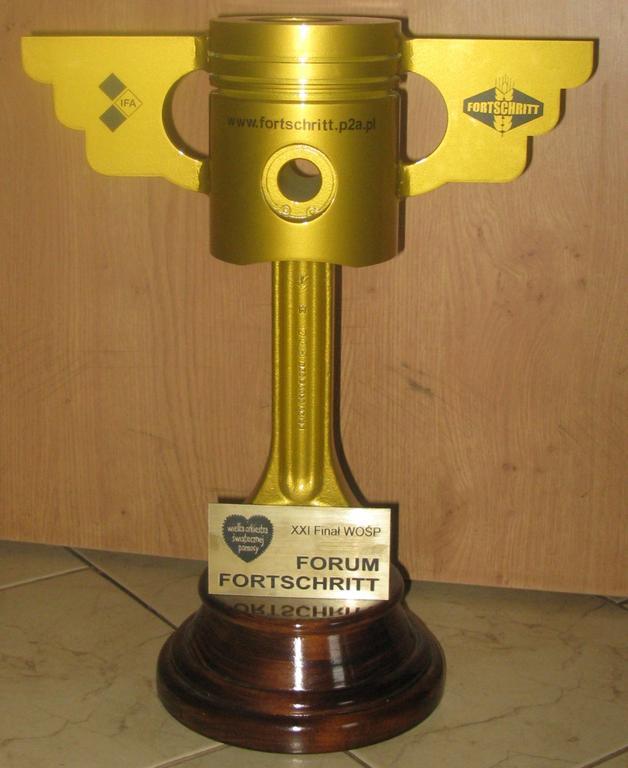 """Puchar """"Złoty Tłok"""" z filmu CARS, AUTA"""
