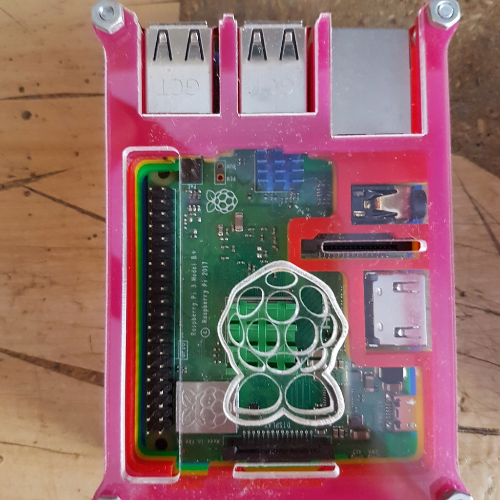 raspberry pi 3 + zasilacz + kamera + obudowa