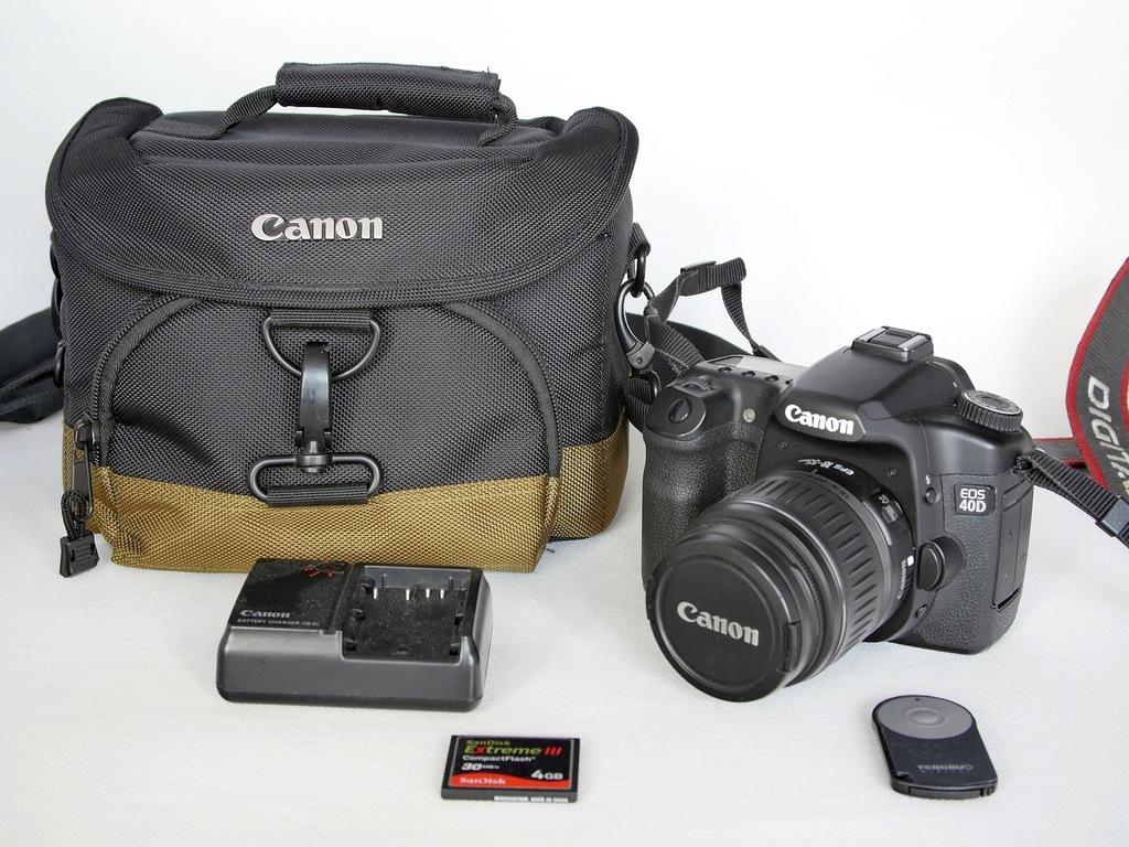 Lustrzanka Canon 40D 18-55 II 4GB UV B+W Canon bag