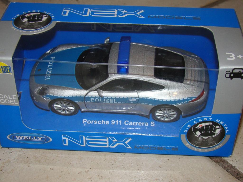 zabawka auto (686)