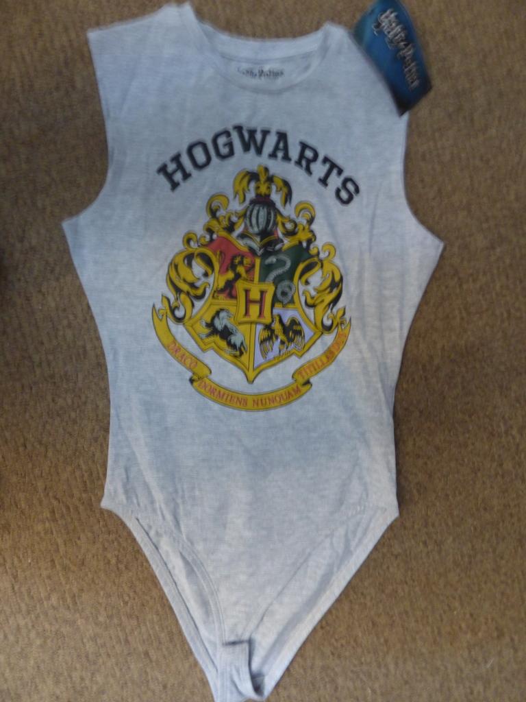 HARRY POTTER BODY GREY HOGWARTS 38