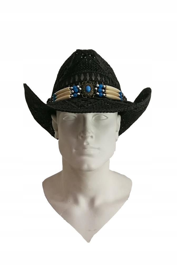 Słomiany kapelusz na lato w czerni.