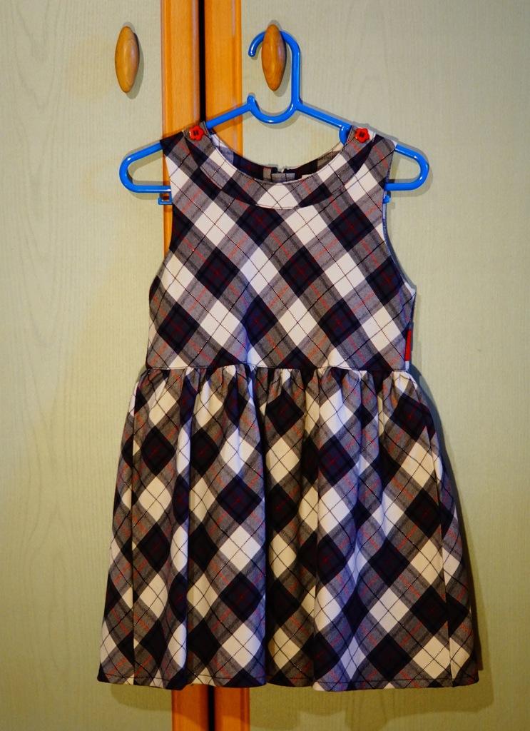 Sukienka coccodrillo w kratkę galowa rozmiar 104
